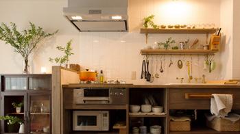 アンティーク家具に質感を合わせたキッチンが自慢です。