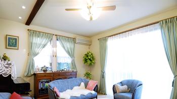 自然素材で暖かく癒される空間とロフト付きの家へ変身させ、お客様も大満足です!