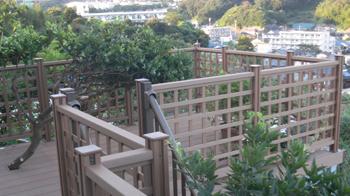 街が一望できるウッドデッキは壮観です。菜園スペースもできて大満足です。